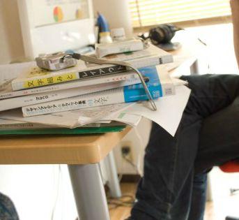 机が汚いと「社畜」なのか? 「できるヤツほど机汚い」の声も