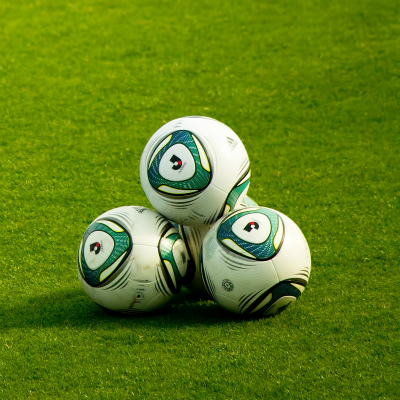 サッカー観てたら遅刻しちゃう! ギリシャ戦を「有休」「半休」にする人が続出