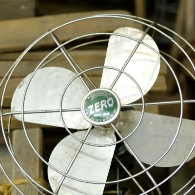 職場の「マイ扇風機」に非難の声 「寒すぎ」「うるさい」「メタボ社員の体臭拡散」