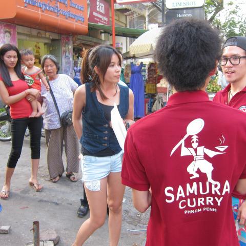 カンボジア人の客が来ない? じゃあ現地の人に料理を教わろう!の巻
