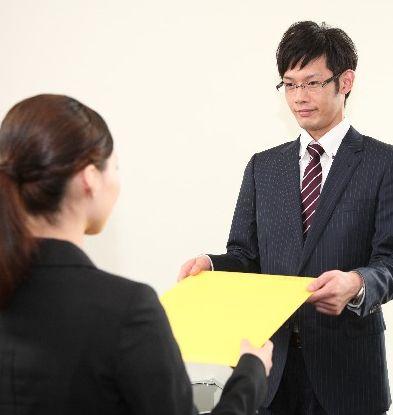 朝日新聞の「学歴不問」はホント? 大学欄を「修正液で消す」けど「学部名までは消さない」
