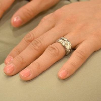 「年下の店員が結婚指輪するのは不快。外させろ」 このクレームは理不尽なのか?