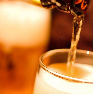 「乾杯はビール」派、依然として56%の驚き 「注ぎ合うときだけ上司と仲良くできる」の声も