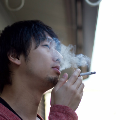 「市職員がタバコ吸って懲戒」に喫煙者反発 「庁舎の全面禁煙は間違い」「納税行為は褒めてやれ」